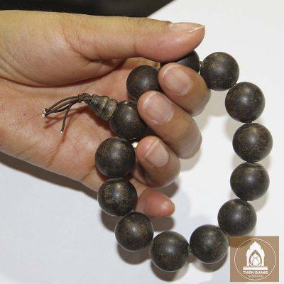Vòng tay đeo gỗ Trầm Hương