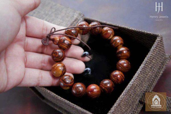 Kinh nghiệm mùa vòng tay gỗ trầm hương Nha Trang