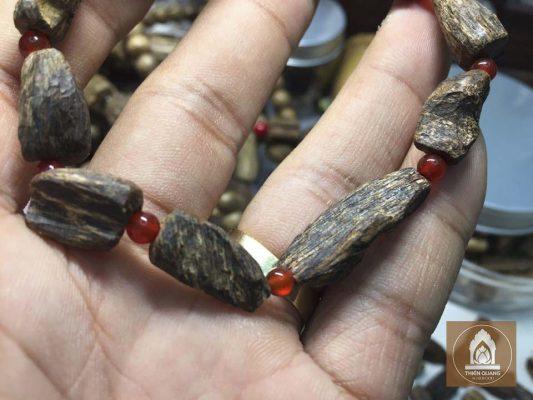 Kinh nghiệm mua vòng tay gỗ Nha Trang